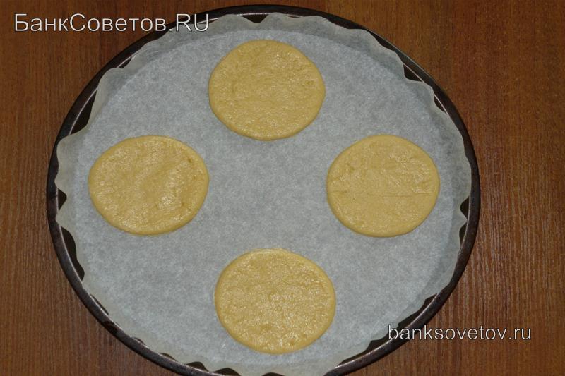 Раскатанное тесто для тертого печенья