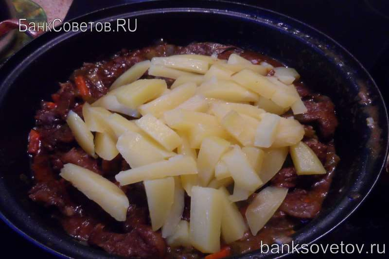 добавляем картофель в азу